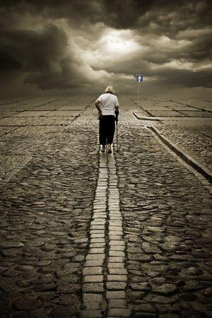 soledad: Ella va a su manera. El tiempo perdido nunca se vuelve a encontrar.  Foto de archivo