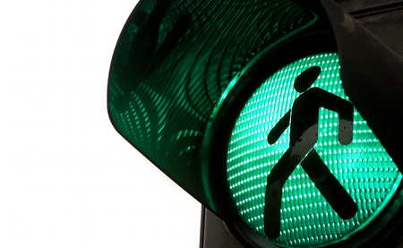 pedestrian sign: Semaforo con la luce verde accesa.