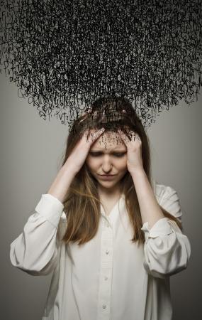 Jeune femme souffrant de sombres pensées.