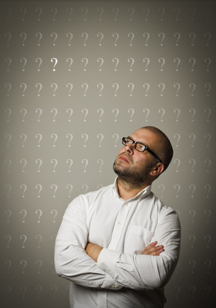 teaser: Man in white and question marks above head