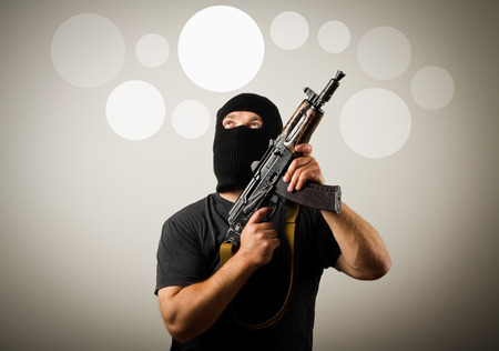 looter: Man in mask with gun having an idea with gray bubbles over his head.