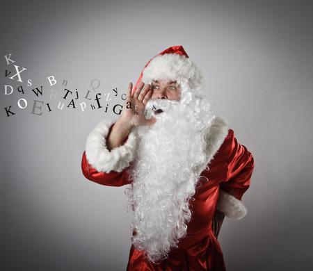 comunicacion oral: Santa Claus est� gritando a alguien.