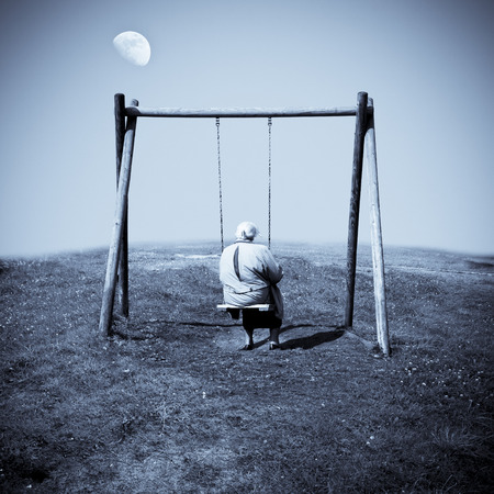 Full-moon, swing and old woman. To yearn for one's home.