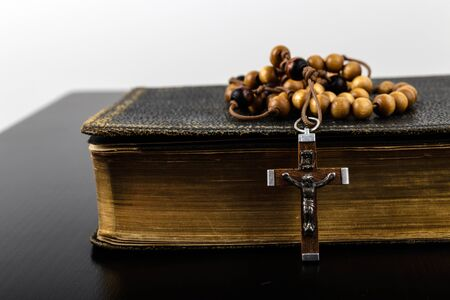 Rosary beads and prayer book. Rosary and book of Catholic Church liturgy. 免版税图像