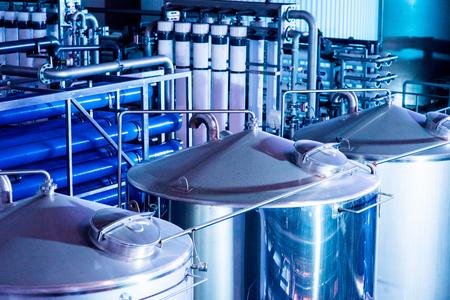 Tanks für Bierlagerung Moderne Brauerei Produktion. Standard-Bild - 79671384