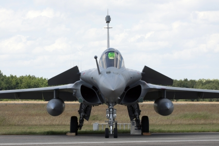 f 15: Front of a fighter jet