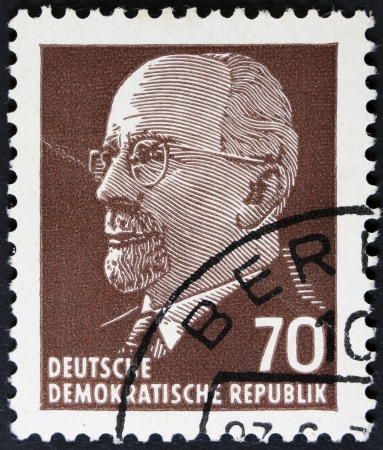 stempeln: GERMAN DEMOCRATIC REPUBLIC - CIRCA 1961  A stamp printed in Germany shows the leader of East Germany from 1950 to 1971 Walter Ulbricht, circa 1961  vV Vintage stamp isolated on black