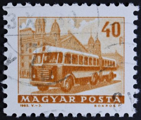 motorbus: Hungr�a - CIRCA 1963 Un sello impreso en Hungr�a muestra autob�s, alrededor de 1963