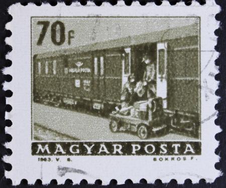 motorbus: Hungr�a - CIRCA 1963 Un sello impreso en Hungr�a muestra de tren, alrededor de 1963 Foto de archivo