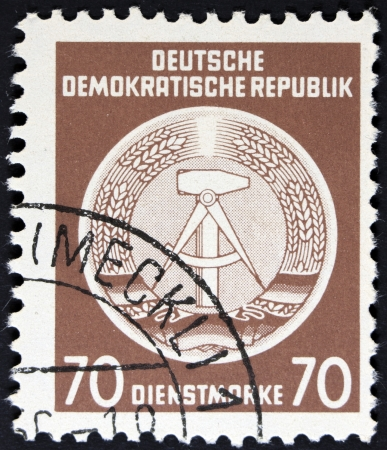 ddr: DDR - CIRCA 1952  A Stamp printed in GDR  German Democratic Republic - East Germany  shows DDR national coat of arms with inscription  Service Stamp , series  GDRs national coat of arms , circa 1952  Stock Photo