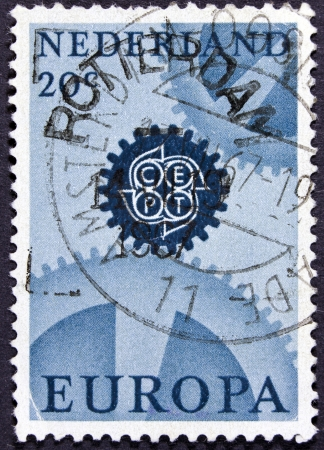 stempeln: NETHERLANDS - CIRCA 1967  A stamp printed in the Netherlands from the  Europa  issue shows cogwheels, circa 1967