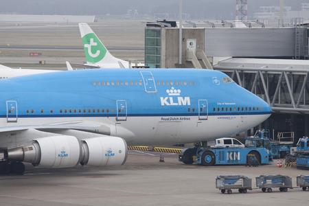 boeing 747: Parcheggio Boeing 747 sul cancello di aeroporto di Dublino