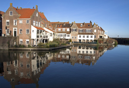 enkhuizen: Old houses reflecting in the water in the small Dutch harbor town of Enkhuizen Stock Photo