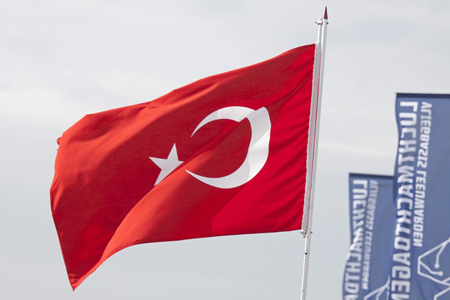 identidad cultural: LEEUWARDEN, THE NETHERLANDS - JUNE 11 2016: Red Turkish flag waving in the wind Editorial