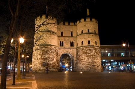 fortification: Ancient fortification gate in Cologne, Germany