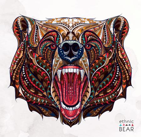 oso: cabeza del oso el gruñir con dibujos sobre el fondo del grunge. África  diseño indio  tótem  tatuaje. Se puede utilizar para el diseño de una camiseta, bolsa, tarjeta postal, un cartel y así sucesivamente.