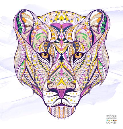 Patterned hoofd van de leeuwin op de grunge achtergrond. Afrikaanse  Indiase  totem  tattoo ontwerp. Het kan worden gebruikt voor het ontwerp van een t-shirt, tas, briefkaart, een poster en ga zo maar door. Stock Illustratie