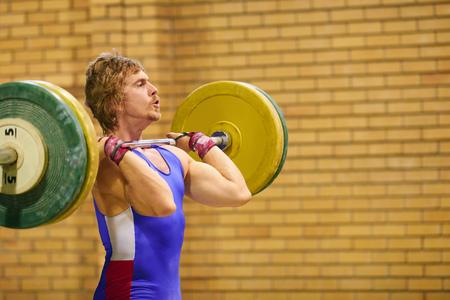 techniek: Een gewichtheffer tillen gewichten tijdens een wedstrijd