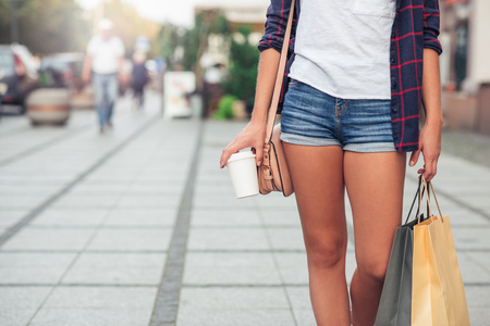 waist down: Young woman shopping in the city Stock Photo