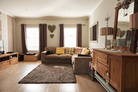 Interior de la sala de estar de una casa suburbana Foto de archivo
