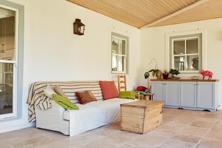 현대 교외 주택의 야외 엔터테인먼트 공간