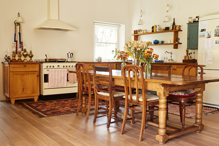 Dining area and kitchen in a country style home 스톡 콘텐츠