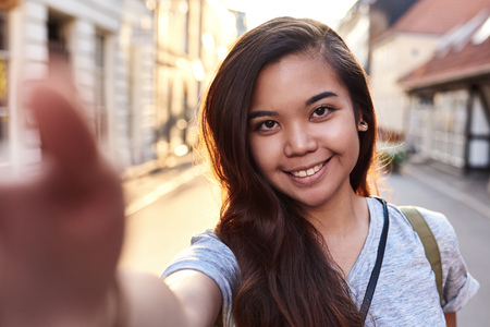 Young Asian woman smiling and taking selfies in the city Stock fotó