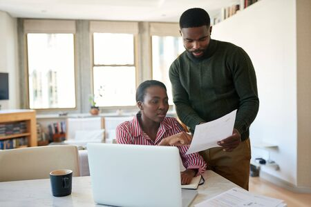 Young African American couple going over their bills together at home 免版税图像 - 148927627