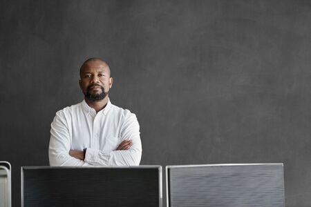 African American businessman standing in front of a blank chalkboard 免版税图像 - 149527441