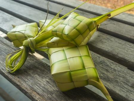 在庆祝期间的马来传统食物,ketupat