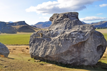 atmospheric phenomena: Giant stone at New Zealand