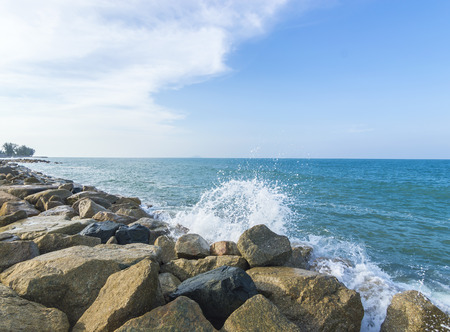 avoid: Stone wall as wave protection to avoid collusion