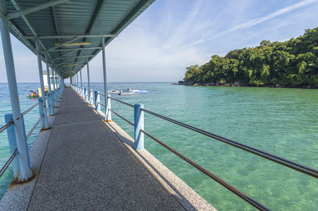 mabul: Jetty with green water