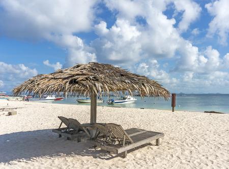 mabul: Dreamy beach with sun loungers under a beach umbrella at Mabul, Semporna Sabah, Malaysia