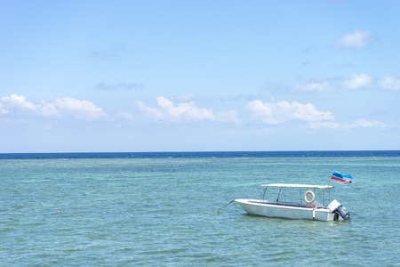 mabul: Boat with clean water and blue skies