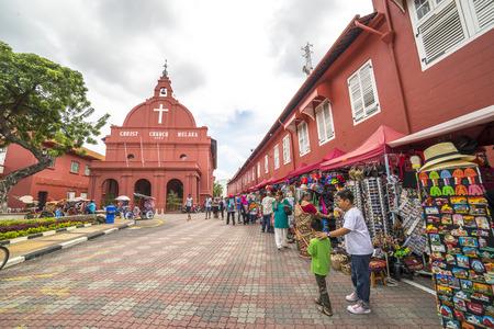 MALACCA, MALEISIË - 4 december 2015: De mening van Christ Church & Nederlands-plein in Malakka, Maleisië. Het werd in 1753 gebouwd door Nederlandse en is het oudste 18e-eeuwse protestantse kerk in Maleisië. Redactioneel