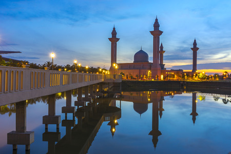 bukit: Tengku Ampuan Jemaah Mosque Blue Hour, Bukit Jelutong, Shah Alam Malaysia Stock Photo