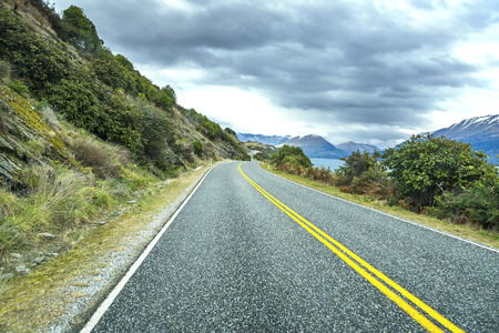 wakatipu: Road along Lake Wakatipu, Queenstown, New Zealand