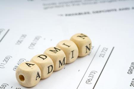 Holz Brief Würfel. Geschäftskonzept. Standard-Bild