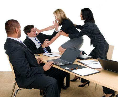 Zakelijke bijeenkomst verandert in strijd Stockfoto