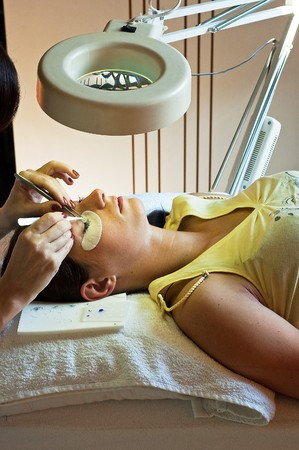 prolonging and supplementing eyelashes in a beauty salon