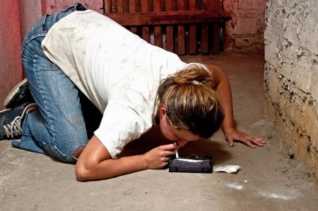 drogadicto: Usuarios de drogas drogadicto en la antigua bodega