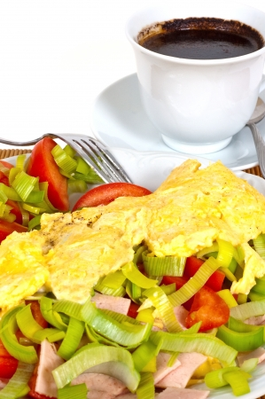 healthily: Omelet with vegetables and coffee for breakfast