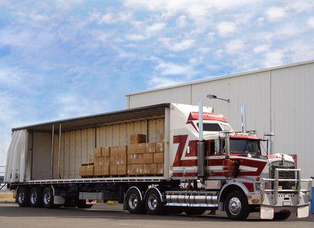carga: Camiones con carga  Foto de archivo