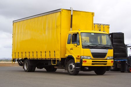 Small yellow truck Banque d'images