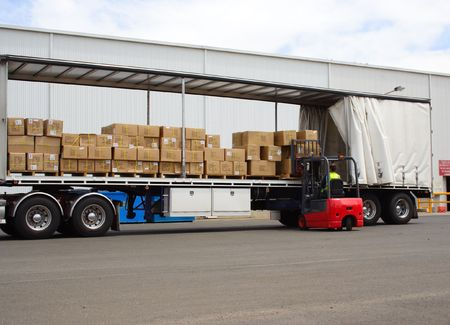 Semi truck and forklift Banque d'images