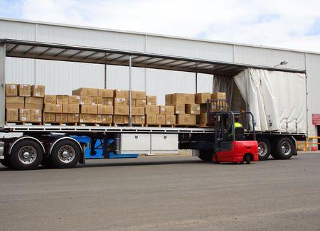 Semi di camion e carrelli