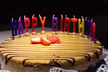 happy birthday cake: �Feliz cumplea�os pastel