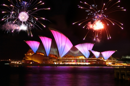 SYDNEY, AUSTRALIA - MAY 28: Sydney Opera House shown during Vivid Sydney: A Festival of Light, Music & Ideas on May 28, 2011 in Sydney, Australia.  Éditoriale