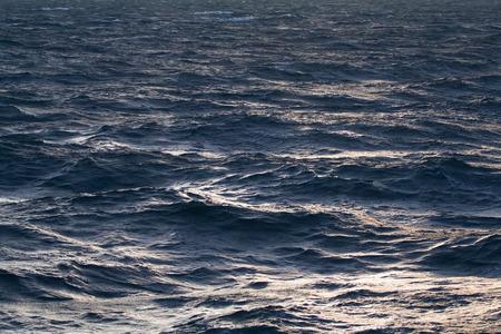 olas de mar: tranquilo Mar del Norte en el verano